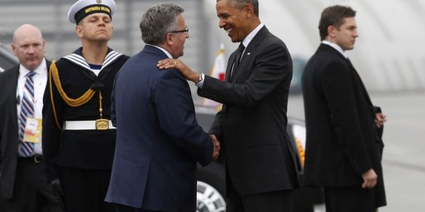 Barack Obama a été reçu par son homologue polonais Bronislav Komorowski à l'aéroport de Varsovie. (Photo : Reuters)