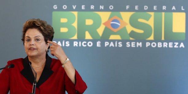 La réélection de la présidente Dilma Roussef est menacée.