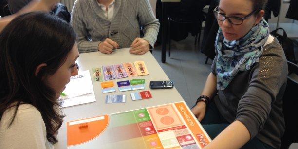 Des étudiants de l'IAE de Grenoble testent le jeu ProjeXion © DR