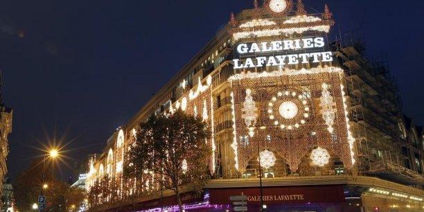 Dans le magasin du boulevard Haussman à Paris, les touristes représenteraient 40% du chiffre d'affaires des Galeries Lafayette.