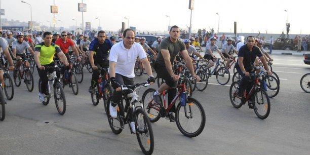 Sissi demande aux Égyptiens de faire du vélo pour aider l'Etat[reuters.com]