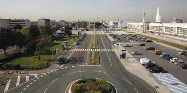 L'aéroport (premier aéroport d'affaires européen), au coeur de la commune du Bourget. / DR