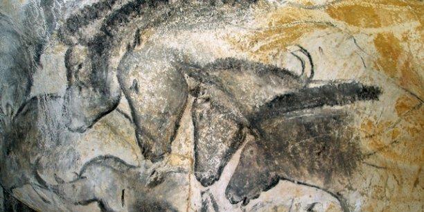 Le panneau des chevaux dans la grotte Chauvet. © Jean Clottes