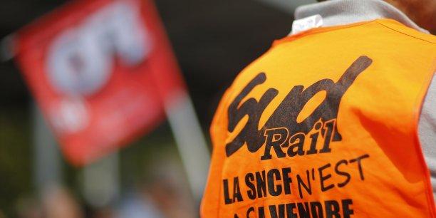 Selon SUD-Rail aussi, le projet reste loin de la revendication des grévistes de créer une seule entreprise publique. /Reuters