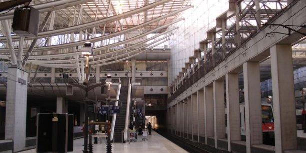 Une fois l'atterissage à Roissy-Charles de Gaulle réussi, reste à gagner le centre de Paris. C'est là que le voyage se complique… car l'aéroport est l'un des plus mal desservis d'Europe. / DR