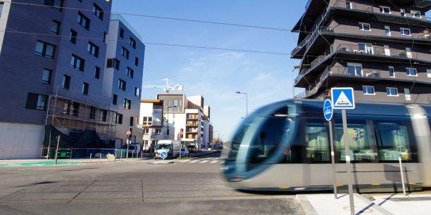 Ses opposants jugent que la future ligne D du tramway bordelais et le Tram train du Médoc ne se jusitfient pas