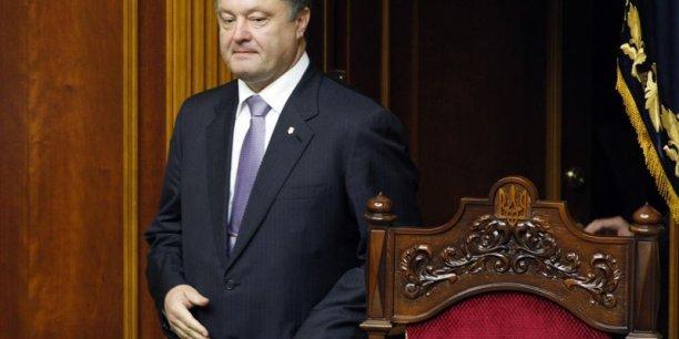 Petro Porochenko joint sa voix à celle des Etats-Unis et de la Grande-Bretagne dont les chefs d'Etat et de gouvernement respectifs ont également dénoncé ce choix français.   Reuters