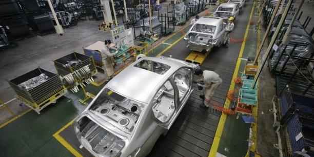Plusieurs constructeurs -Mercedes, Audi, Chrysler, Jaguar Land Rover- se sont précipités ces dernières semaines pour annoncer des réductions drastiques de leurs prix de vente en Chine.