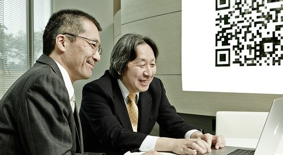Takayuki Nagaya et Masahiro Hara, les inventeurs du code QR