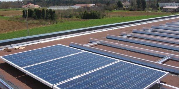 Une toiture  solaire équipée par l'entreprise et son système de fixation thermo-soudée.