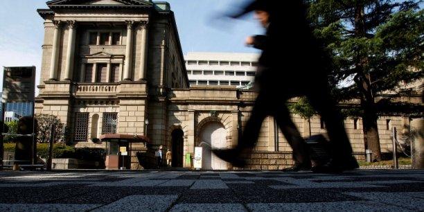 Le dispositif d'assouplissement qualitatif et quantitatif actuel vise à augmenter la base monétaire de 80.000 milliards de yens par an (près de 600 milliards d'euros).