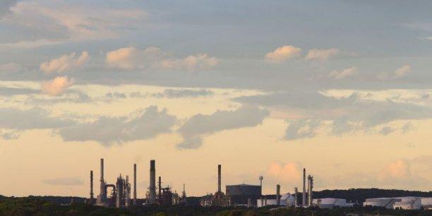 Taxer le carbone à un prix élevé ne suffira pas à orienter les financements privés vers lvers la transition énergétique