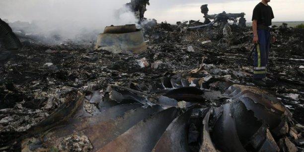 Vladimir Poutine a une dernière chance de montrer qu'il entend apporter une aide aux secouristes qui cherchent à récupérer les corps des victimes de l'accident, a déclaré samedi le Premier ministre néerlandais, Mark Rutte. (Photo Reuters)