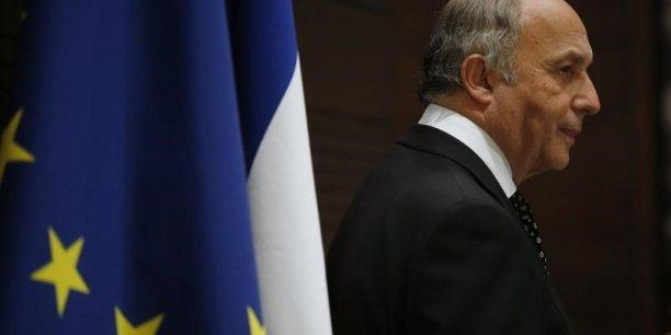 A son arrivée à Bagdad, le chef de la diplomatie française a appelé à la mise en place d'un gouvernement d'union pour mener la bataille contre le terrorisme.