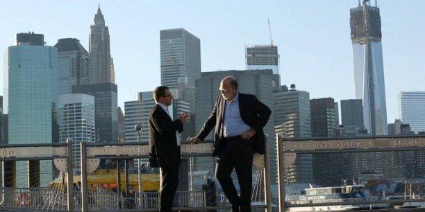 Pour l'économiste James Henry (à droite), L'équivalent des 2/3 de la dette mondiale est dissimulé dans les paradis fiscaux. / DR