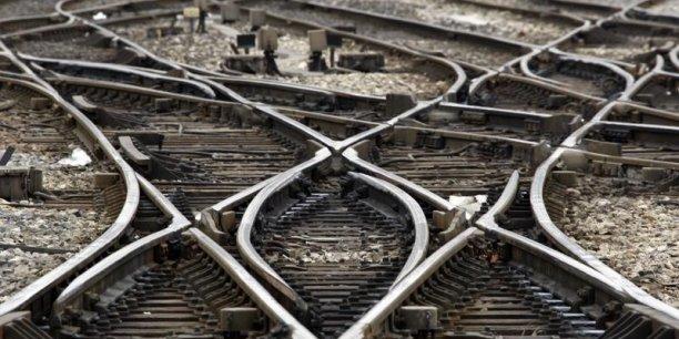 C'est sur un autre tronçon de cette ligne à grande vitesse que le déraillement d'un train à Saint-Jacques de Compostelle avait fait 79 morts en juillet 2013.