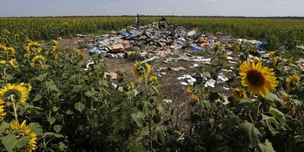 L'accès au site du crash ayant été limité, des restes de victimes s'y trouvent encore.