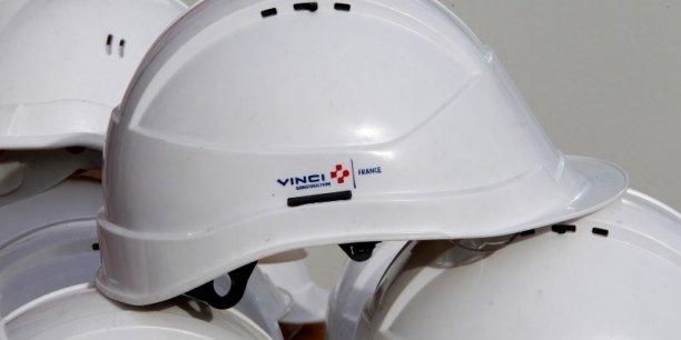 Le groupe Français Vinci est un groupe de BTP qui est également diversifié dans les services aux collectivités, et opérateur d'infrastructures (parkings, autoroutes, aéroports...).