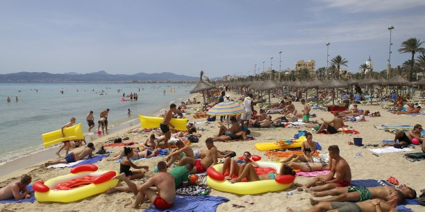 Le nombre de touristes asiatiques a de nouveau fortement progressé, avec une hausse de 12,9% des arrivées, mais leurs séjours ont été plus courts qu'en 2012.