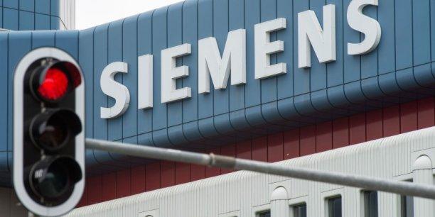 Siemens a présenté cette année un vaste plan de restructuration pour rattraper son retard, en termes d'innovation et de rentabilité, sur ses principaux concurrents, General Electric et Philips.