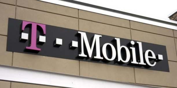 C'est très flatteur que (...) des entrepreneurs très impressionnants s'intéressent à nous, et soient sortis de nulle part avec, de manière évidente, une proposition de valorisation inadéquate, a ironisé le directeur financier de T-Mobile US.