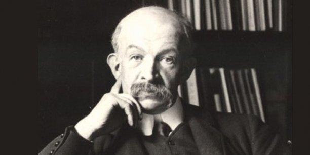 Lucien Herr est surtout connu pour avoir été le directeur de la bibliothèque de l'Ecole Normale Supérieure de 1888 à 1926.