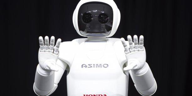 Lee Rainie, directeur du projet internet de Pew, pense que la conquête de la robotique aura pour conséquences un rétrécissement de la classe moyenne et une explosion du nombre de chômeurs.