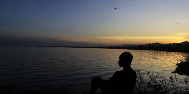 La présence de pétrole au niveau du lac Albert, en République Démocratique du Congo, pourrait accroître le développement économique du pays, tout comme faire monter les tensions avec l'Ouganda, pays voisin.