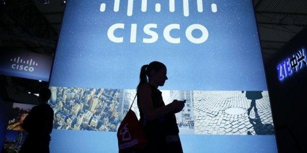 John Chambers, l'ancien patron emblématique de Cisco, avait déclaré que la défiance des régulateurs chinois et les controverses entre Pékin et Washington sur les questions de sécurité handicapaient le développement de Cisco en Chine.