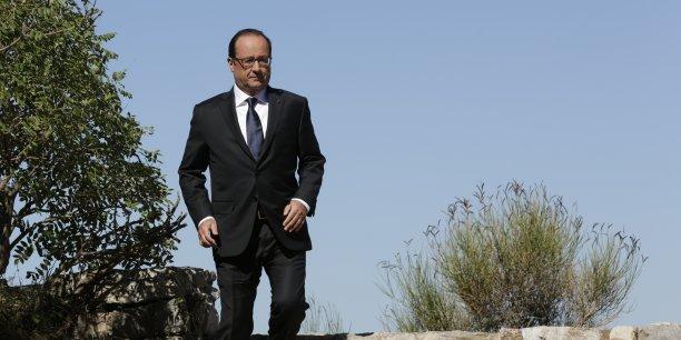 François Hollande prévoit entre autres des mesures de simplification des normes d'urbanisme et adaptera la réglementation sur l'ouverture des magasins le dimanche pour relancer la croissance.