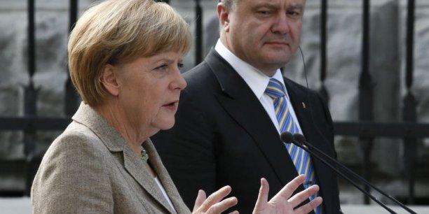 Lors d'une conférence de presse commune avec Angela Merkel, le président ukrainien Petro Porochenko a refusé de faire passer la paix avant la souveraineté territoriale.