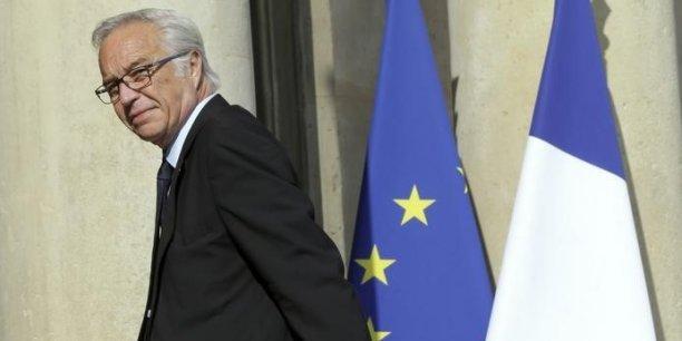 Le président a chargé son Premier ministre de former une nouvelle équipe, qui sera annoncée mardi et au sein de laquelle François Rebsamen souhaite conserver son poste.