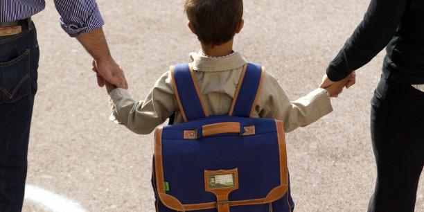 Si le prix des fournitures scolaires baisse de 0,27%, les équipements sportifs et les dépenses liées aux assurances scolaires, en hausse de 12%, font monter la facture des familles.