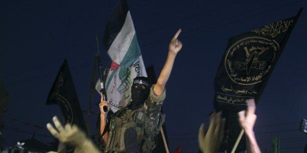 Le cessez-le-feu permanent annoncé mardi par les deux belligérants au 50e jour de guerre a été interprété comme une victoire sur Israël par de nombreux militants palestiniens.