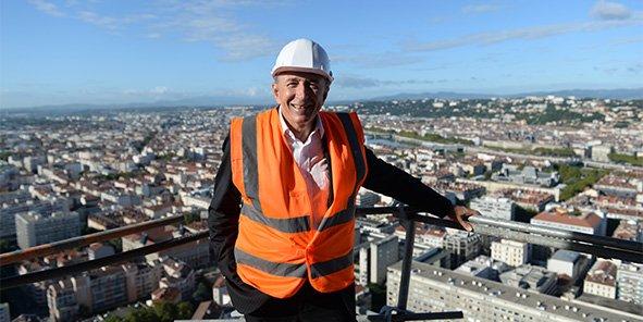 Gérard Collomb, au sommet de la Tour InCity, lors de sa visite des chantiers de la rentrée.