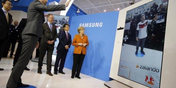 En 2013, à Hanovre, la chancelière allemande visitait le stand de Samsung qui présentait une application du champion locale au congrès CeBIT.