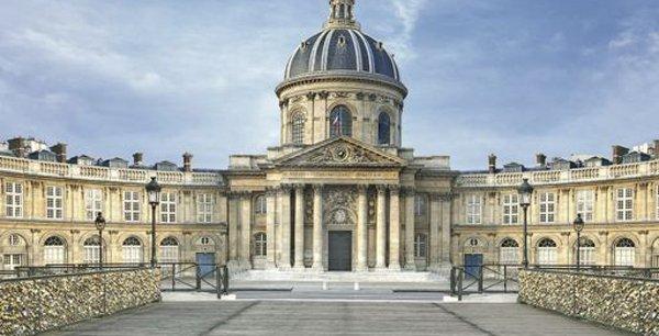 L'Institut de France, dont le siège se situe quai de Conti, dans le 6e arrondissement de Paris, regroupe l'Académie française, l'Académie des inscriptions et belles-lettres, l'Académie des sciences, l'Académie des beaux-arts et l'Académie des sciences morales et politiques.
