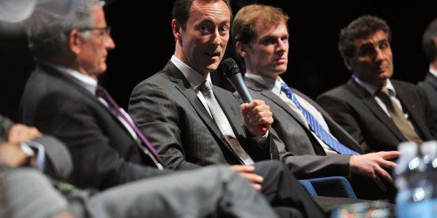 Fabrice Brégier, directeur général délégué d'Airbus, au micro lors de la 3e table ronde