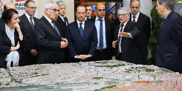 François Hollande devant la maquette du futur quartier Matabiau