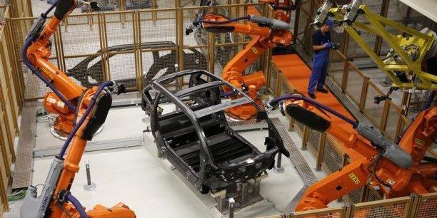 Le coût du travail dans l'industrie manufacturière atteint 36,8 euros par heure en france contre 38,5 en Allemagne.