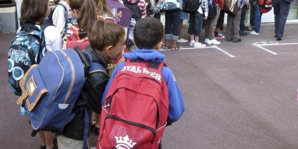 Le montant de l'allocation de rentrée scolaire  s'élève à 363 euros  pour les enfants de 6 à 10 ans ; 383,03 euros pour les enfants de 11 à 14 ans et 396,29 euros pour les enfants de 15 à 18 ans.
