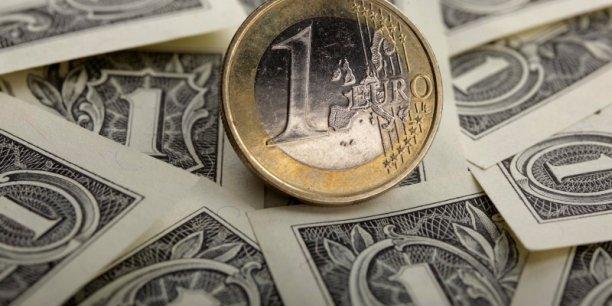 L'euro a déjà perdu 10% de sa valeur depuis mai et s'échange désormais à 1,25 dollars contre 1,40 dollars il y a six mois.