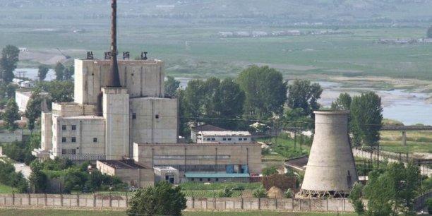 Le réacteur de Yongbyon avait été fermé en 2007, dans le cadre d'un accord échangeant désarmement contre aide. Mais la Corée du Nord a commencé des travaux de rénovation après son dernier essai nucléaire en 2013.