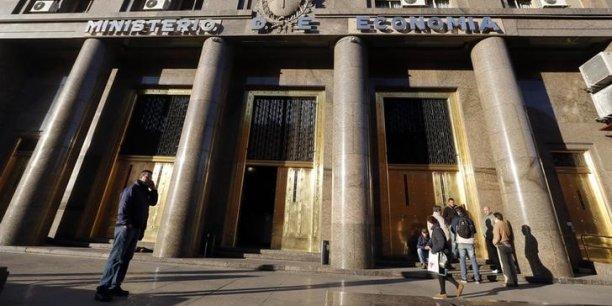 Le montant d'une échéance de 539 millions de dollars a été versé sur le compte habituel par lequel transitent les remboursements, mais à la demande du juge américain Thomas Griesa, la somme est retenue par Bank of New York (BoNY), l'agent fiduciaire.