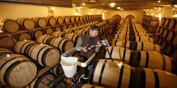 La Fédération des exportateurs de vins et spiritueux appelle à travailler sur la compétitivité des vins et spiritueux français à l'export, suite aux mauvais résultats du premier semestre.
