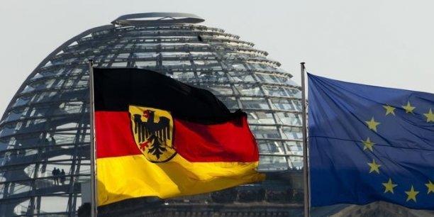 Alternative für Deutschland (Alternative pour l'Allemagne) prône la sortie de l'euro, son cheval de bataille aux législatives de 2013, et le retour au Deutsche Mark, surfant sur un euroscepticisme qui gagne du terrain dans la plupart des pays d'Europ. REUTERS.