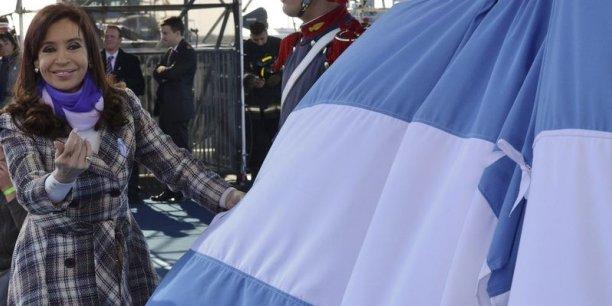 La loi garantit non seulement le paiement de 93% des créanciers qui nous ont fait confiance, mais elle envisage également le paiement d'intérêts à ceux qui n'ont pas accepté les restructurations de dette en 2005 et de 2010, a déclaré Cristina Kirchner.