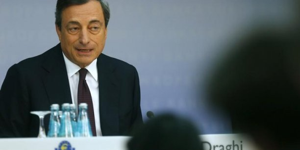 Il y une certaine perte de dynamisme, je dirais modeste, principalement due aux développements dans les économies émergentes. (...) D'un autre côté toutes les enquêtes et tous les indicateurs montrent que la demande intérieure au sein de la zone euro demeure soutenue, a expliqué Draghi.