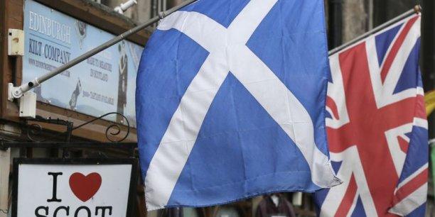 Un concours similaire a été organisé par le magazine The Drum: il visait, lui, à déterminer l'aspect du nouveau drapeau du Royaume-Uni dans le cas de victoire du 'oui' en Ecosse.