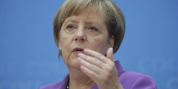 Angela Merkel juge que Paris et Rome doivent aller plus loin dans les réformes.